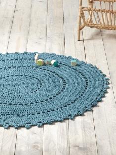 cyrillus-tapis-bleu-paon-lespetitesflaneuses-com